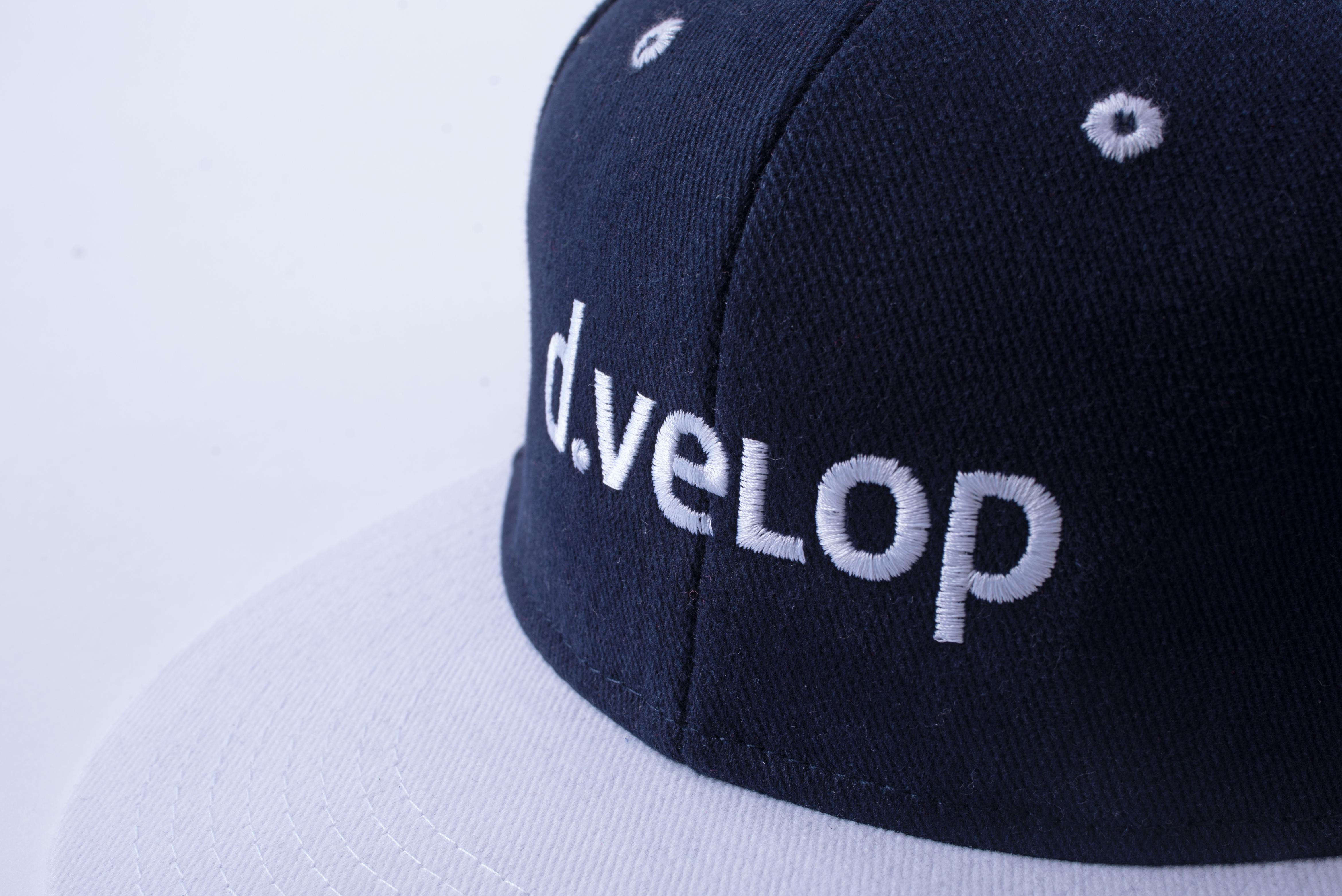 d.velop Cap blau weiß